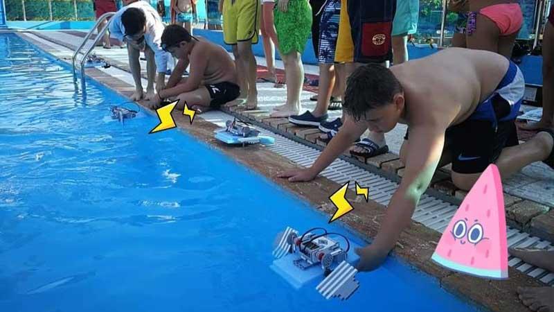 Ποιος σας είπε ότι τα ρομπότ δεν κολυμπάνε;